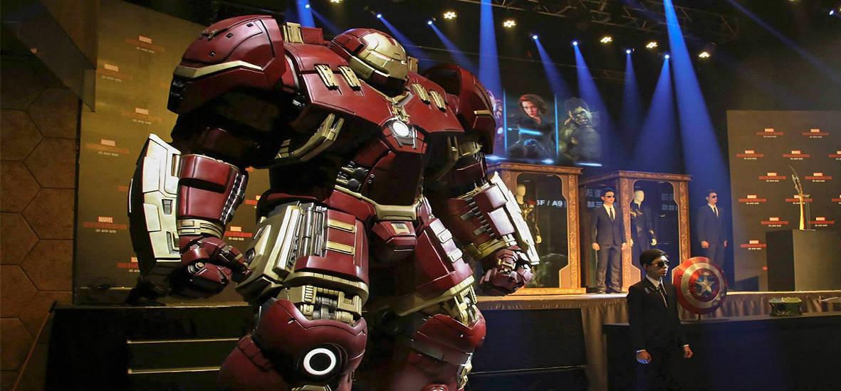 Life-Size-Hulkbuster-Statue-1