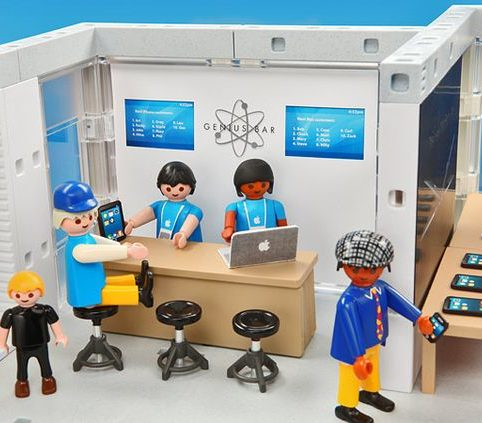 PLAYMOBIL(TM) Apple Store Playset 4
